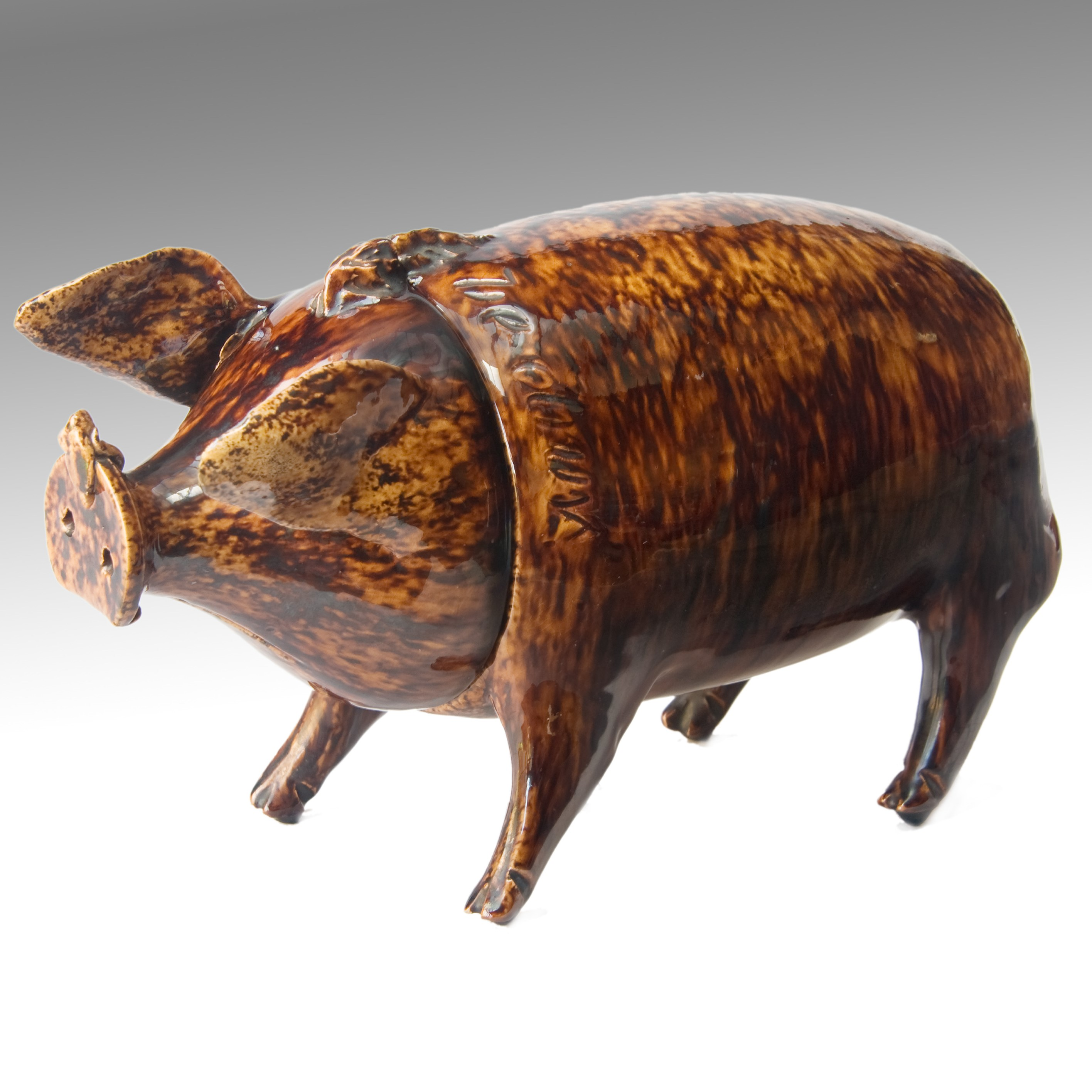 Sussex Pig rom Belle Vue Pottery rye